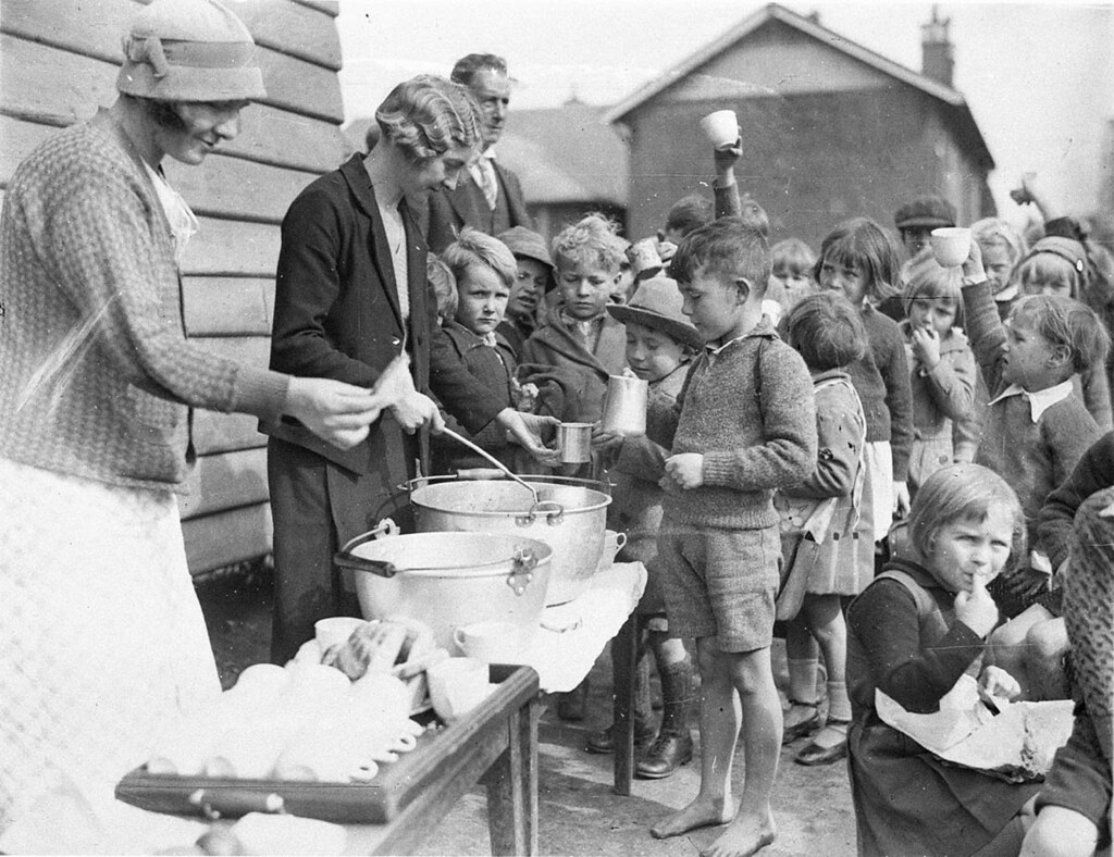 children in line for food during the great depression